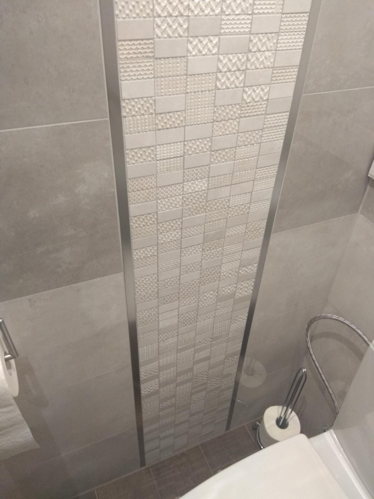 Prerábka panelákovej kúpelne a wc - Listela Nerez kartáč 20 mm od firmy Celox + mozaika