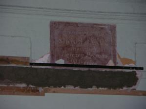 ruzovy mramor: Simor Janos zalozil v r. 1885 tuto nemocnicu - to bol povodny ucel nasho domceka
