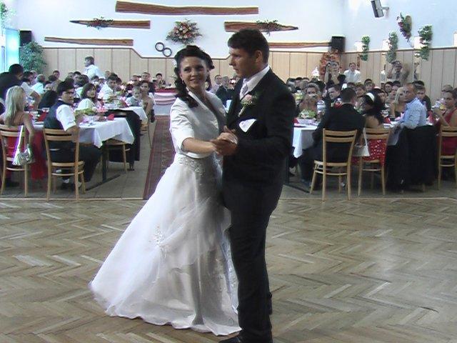 Júlia{{_AND_}}Marek - prvý tanec