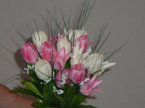 tulipány na dekoraciu spolu