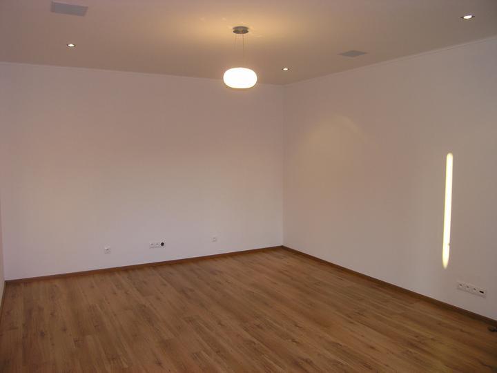 Bytík..ešte v štádiu vývoja - Priechodná izba z pohľadu od posuvných dverí.