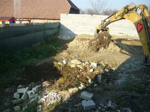 zadny plot dostavany+kopanie studne