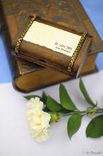 Krabička na prstýnky, dárek z Thajska (původní slony jsme nahradili cedulkou)