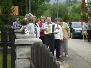 Aj harmonikár bol, aj speváčky :-)