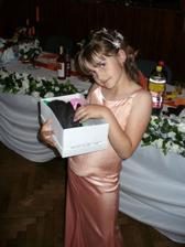 Najmladšia švagrinká so svadobným darom - zajačikom