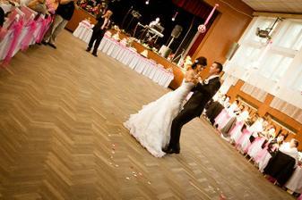 prvý manželský tanec..:-)