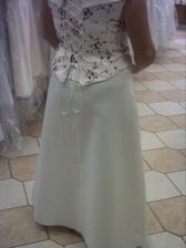 ještě jednou,ale sukně je jakási krátká