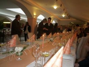 náš svadobný stôl:) Hostina sa konala v Malom Ríme v TT