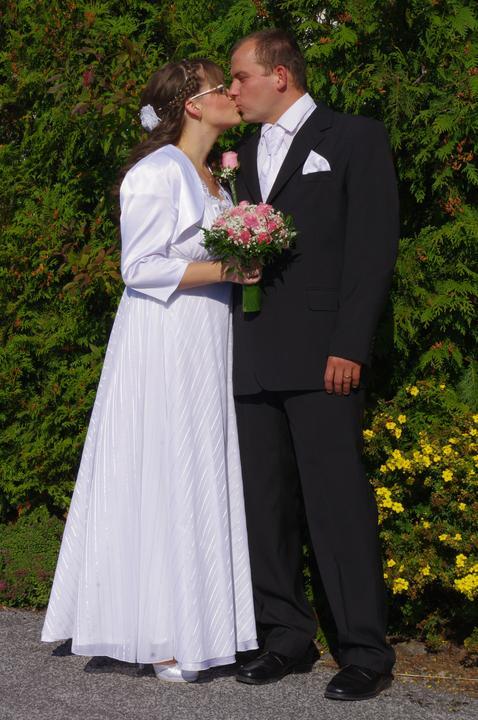 D{{_AND_}}Š - prvý novomanželský bozk padol až po obrade pri fotení :-*