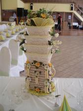 typická skalická vysoká svadobná torta