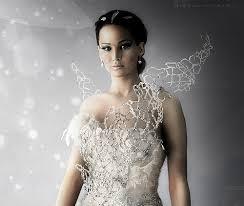 Hunger Games- Wedding - Korzet tvorí kovová konštrukcia vykladaná Swarovského kryštálmi znázorňujúca plamene