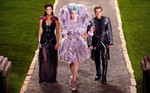 Hunger Games- Wedding - Na predsvadobnom večierku- Effie vo filme oblieka Alexander McQueen