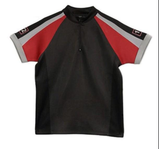 Tak schválne. Stavili sme sa s frajerom :) ....Je tu nejaká šikovnica, ktorá by vedela ušiť takéto tričko? PRESNE takéto??? Úúúplne že mega rovnaké???? :-D - Obrázok č. 1