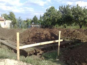základy vykopané 26.6.2012