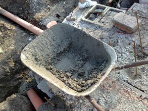 tam bol moj prvy beton vlastnorucne nahadzany do miesacky :)