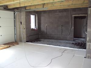 garáž s dielňou, kúrenie, voda a plyn po dome hotové 7.5.2013 a všetko je pripravené na potery