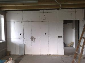 zateplena jedna stena z garaze... ani kulincek tepla nam neujde!