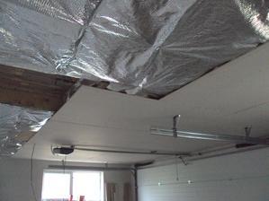 a takto nejak si to vymyslel moj drahy v garazi... uvidime ako dlho ten strop vydrzi :D