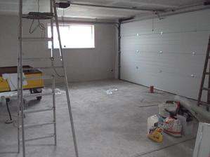 krasne upratana garaz pripravena na malovanie