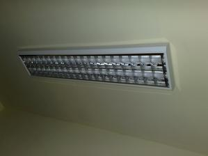 lampa v garazi - jedna z troch