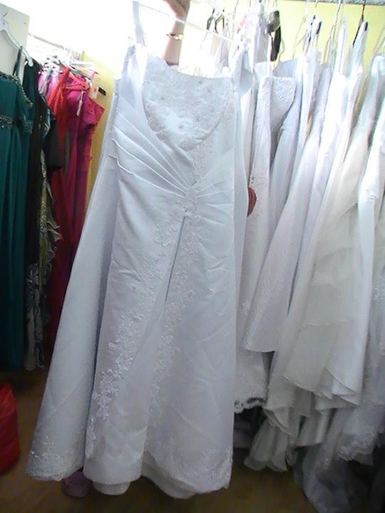 Svadobné šaty a všetko ostatné, čo už máme - v skutočnosti sú nádherné.....a nevyžehlené, to si nevšímajte...