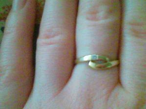 zásnubní prstýnek ... je mi trochu větší :o))