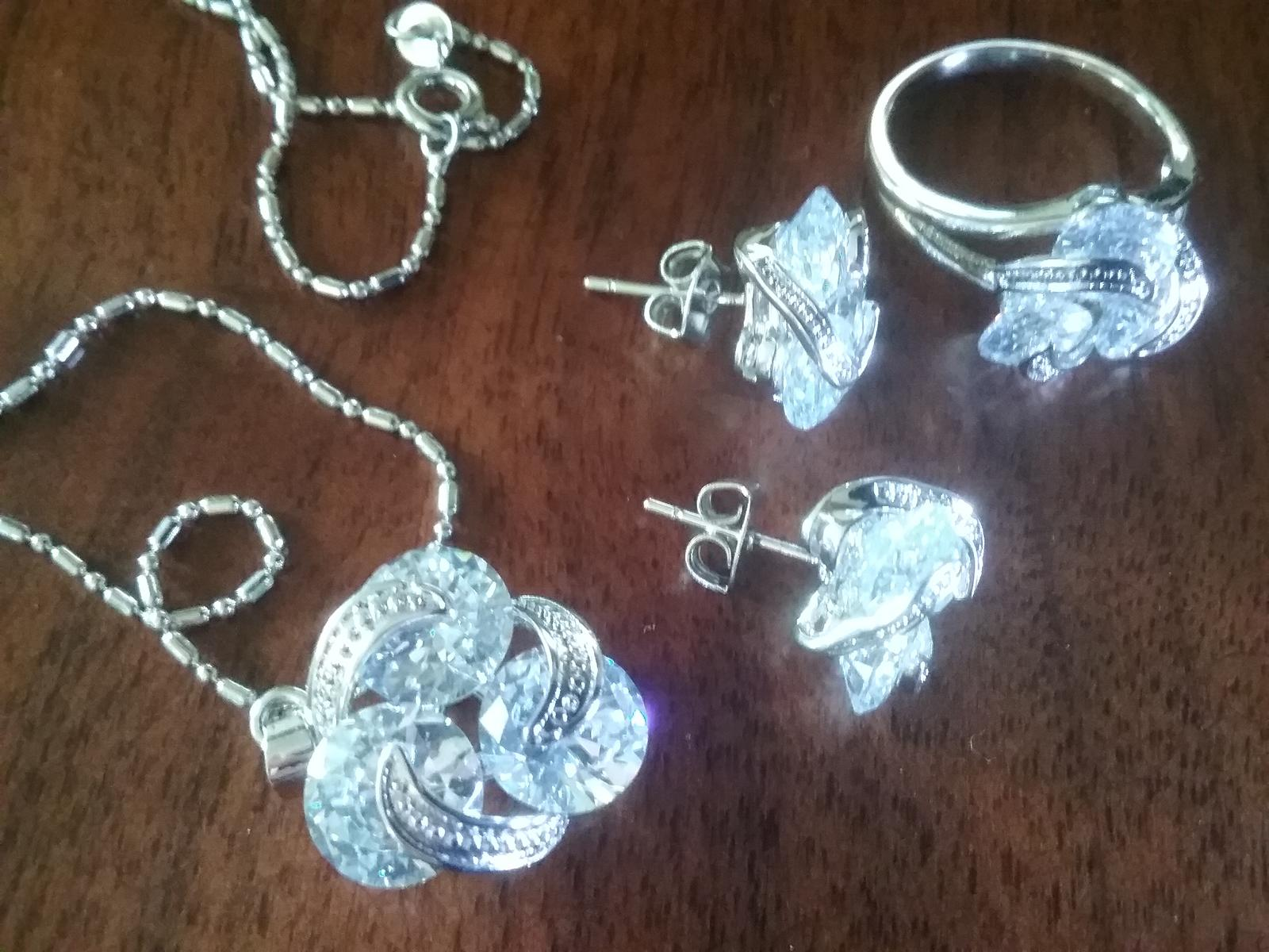 Set - nausnice, retiazka, privesok, prsten - Obrázok č. 1