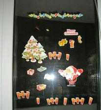 takto pekne vyzdoobene okno nam nechal mikulas :)