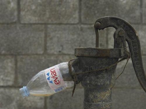 Zlepšováky, nápady, vychytávky - Ak nemate na pumpe koniec, pomoze aj odrezana plastova flasa