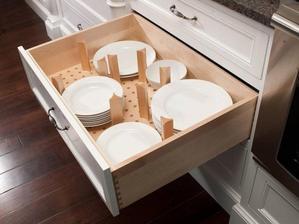 Aby sa vam v skrinke nerozliezli taniere jeden cez druhy