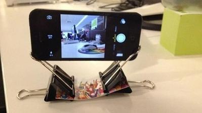 jednoduchy stojan na mobil z klipsov
