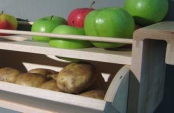 Skladujte jablcka so zemiakmi, zabranite tym kliceniu zemiakov.