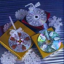 Ozdoby na vianocne darceky zo starych CD - ciek