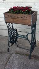Vyuzitie stoliku zo stareho sijacieho stroja