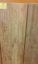 Dlažba do veľkej kúpelne drevený dekor