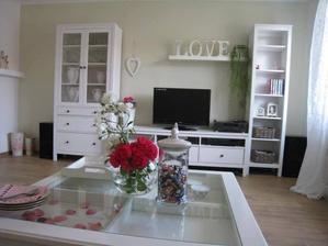 Biely jednoduchý vintage nábytok