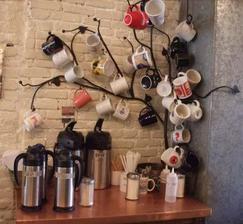 Možno takýto strom na šálky do kávového kútiku