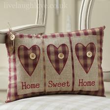 Na gauč ušijem tento Home sweet home vankúš