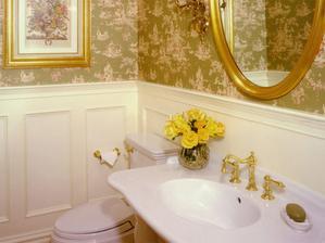 Do kúpelne veľkej chcem takto dva obrazy kvetov v starom zlatom ráme
