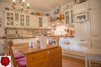 krasna kuchyna, toto chcem presne docielit, vidiecke, utulne, teple, prijemne