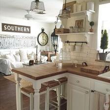 mozno ostrovcek z obycajneho kuchynskeho maleho stola s pracovnou doskou prekryvajucou vrch