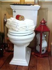 velka lucerna ako zasobnik na wc papier