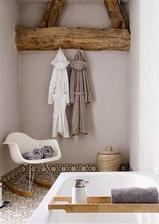 alebo na dvere zavesit nejaku zaujimavu drevenu zavesovaciu vec so zupanom