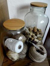 spagaty v skleniciach na komodu ozdoba