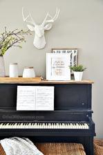 klavir a vyrok o hudbe v ramiku na nom