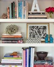 dekoracia kniznice takto ulozene knihy