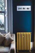 na stenu pojde zavesit stary retro radiator kontrastne namalovany