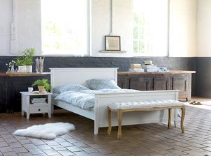 moja spalna: ku noham postele pojde lavicka