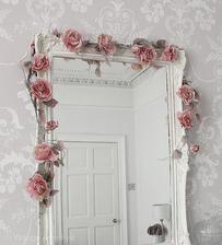 moja spalna: okolo zrkadla pojdu kvety