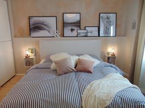 moja spalna: stena za postel na obrazky vo velkych ramikoch